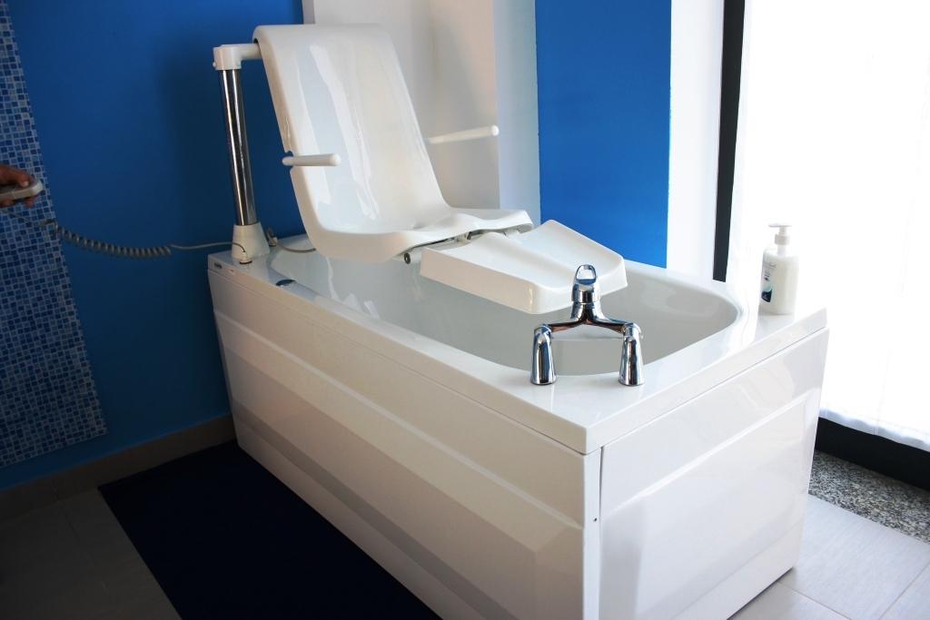 Vasche - Bagno disabili con doccia ...